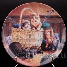 Декоративная фарфоровая тарелка Увлекательное вязание, Швеция, 1992 г.